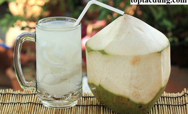 Bị đau bụng tiêu chảy uống nước dừa được không?