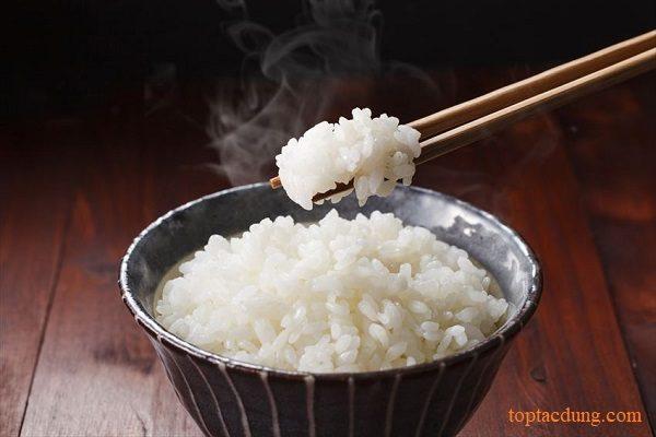 1 chén cơm bao nhiêu calo? Mỗi ngày ăn bao nhiêu chén là tốt?