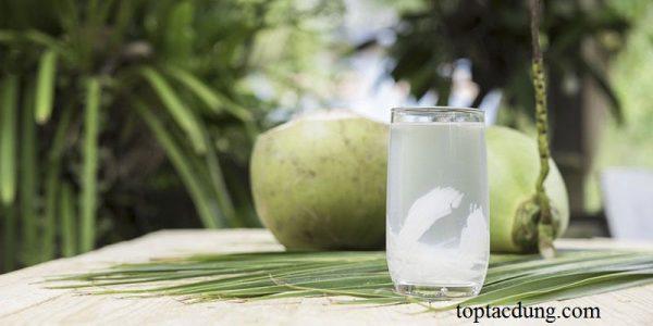 Uống nước dừa có kinh nguyệt sớm không